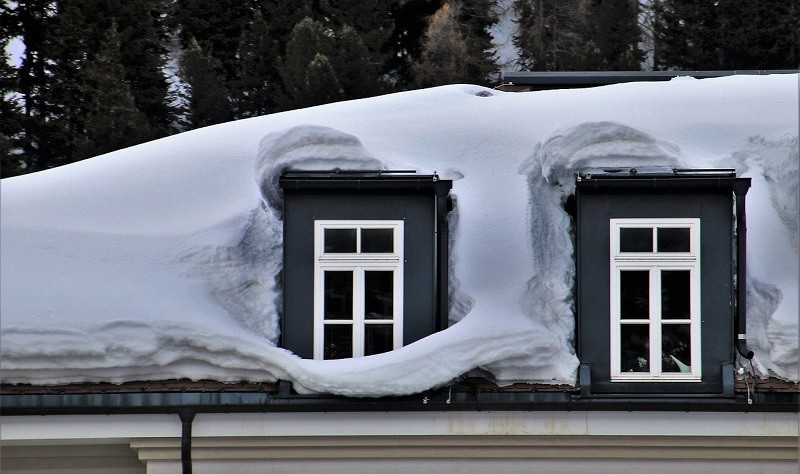 How to Deal with Snow on the Roof